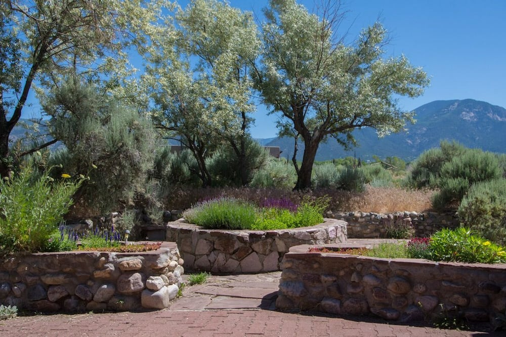Arroyo Seco House - Property Grounds