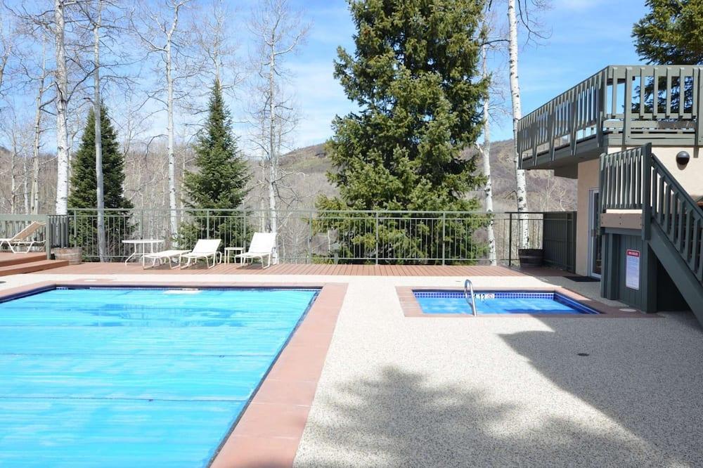 Condo (Top of the Village 3 bedroom 204 Summ) - Pool