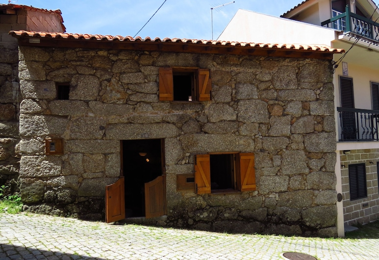 Restored, Rustic and Rural Mini Cottage in Typical Portuguese Village, Lamego, Hotel Entrance