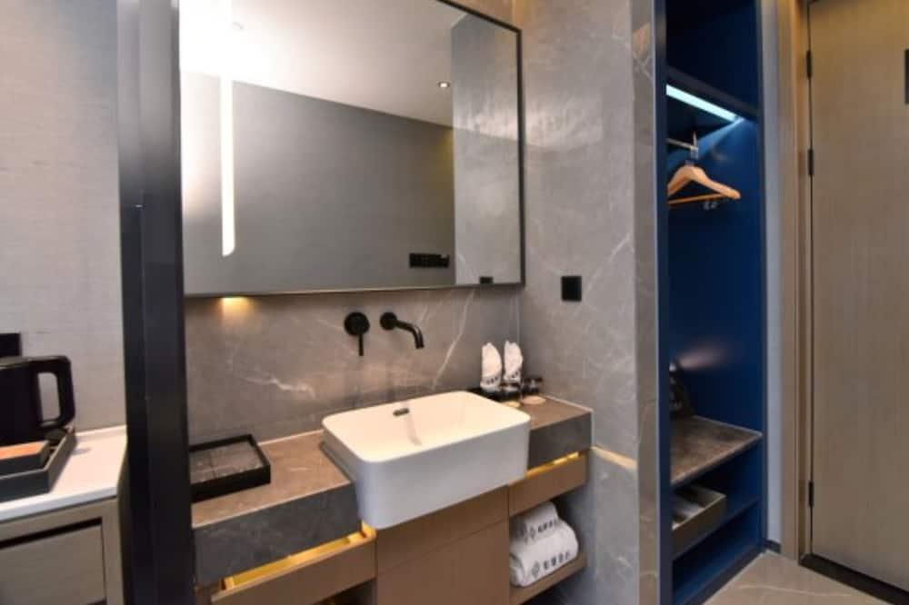 City Family Room - Bathroom