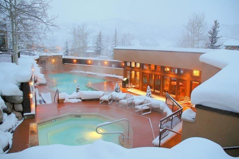 Butas (Snowmass_WoodrunV_32) - Baseinas