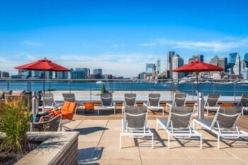 תמונה של Global Luxury Suites East Boston בבוסטון