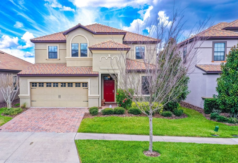 Spacious Villa in Champions Gate with Pvt Pool And Game Room, Davenport
