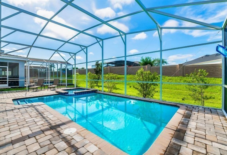 NEW BETHEL Orlando Villa With Pvt Pool Jacuzzi, Game Room and close to Disney, Davenport, Room