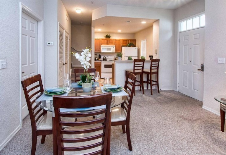 Great location 4Bed 3bth Townhouse with kids themed room, Kissimmee