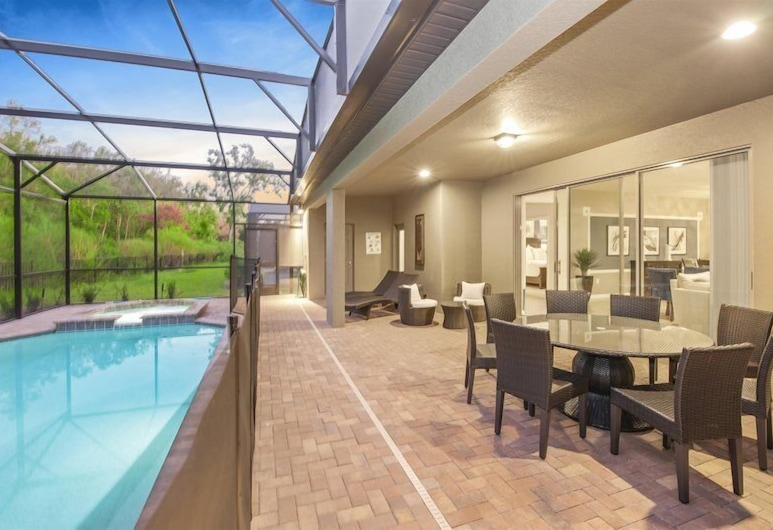 Brand New Luxury 8Bdr 6Bath With Pvt Pool Hot tub, Game Room close to Disney Parks, Kissimmee
