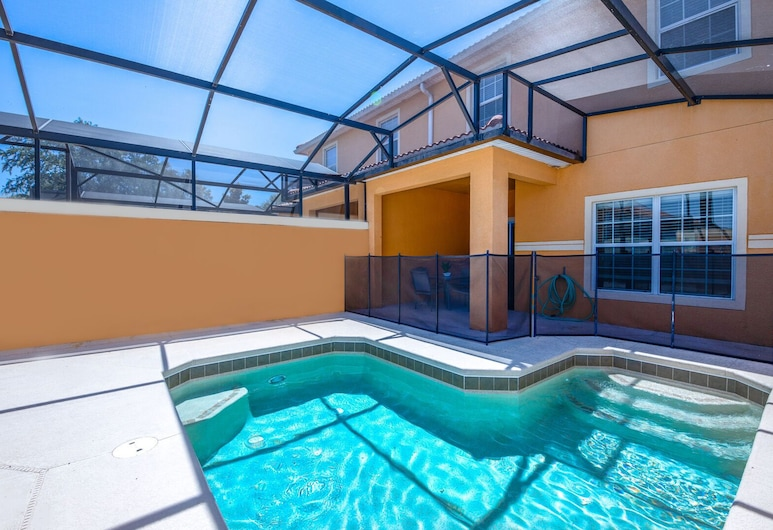 Contemporary 4 Bed 3 Bath Town Home With Upgrades, Private Pool i Close to Disney, Shopping, Kissimmee