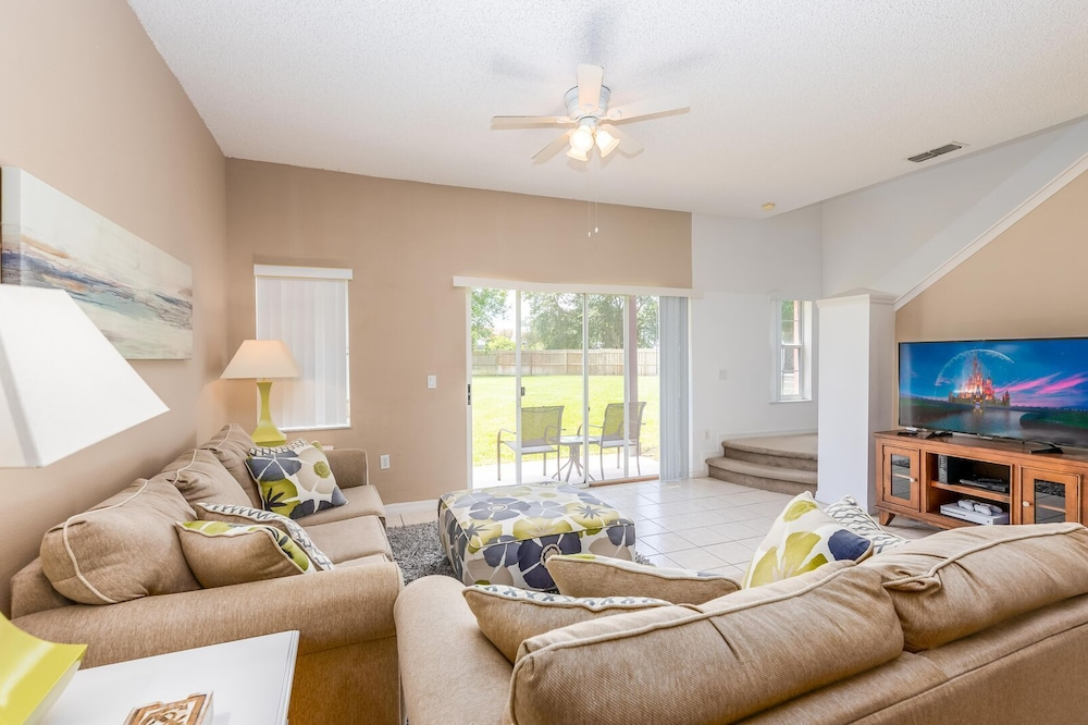 Cozzy Townhouse 3bdr 2Bth With Clubhouse pool and amenities, near Disney