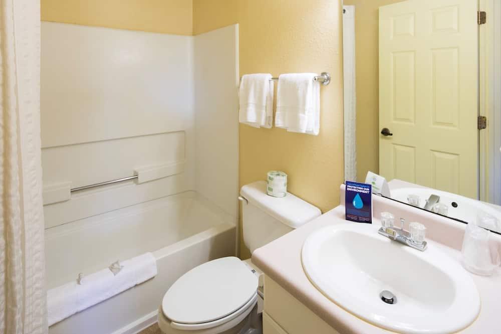 Tradicinio tipo kambarys, 1 standartinė dvigulė lova - Vonios kambarys