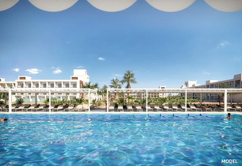Hotel Riu Palace Santa Maria - All Inclusive, Sal, Outdoor Pool