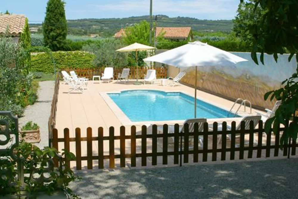 House With 2 Bedrooms in Vaison-la-romaine, With Shared Pool, Enclosed Garden and Wifi