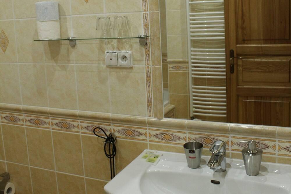 Standardní pokoj se dvěma jednolůžky - Koupelna