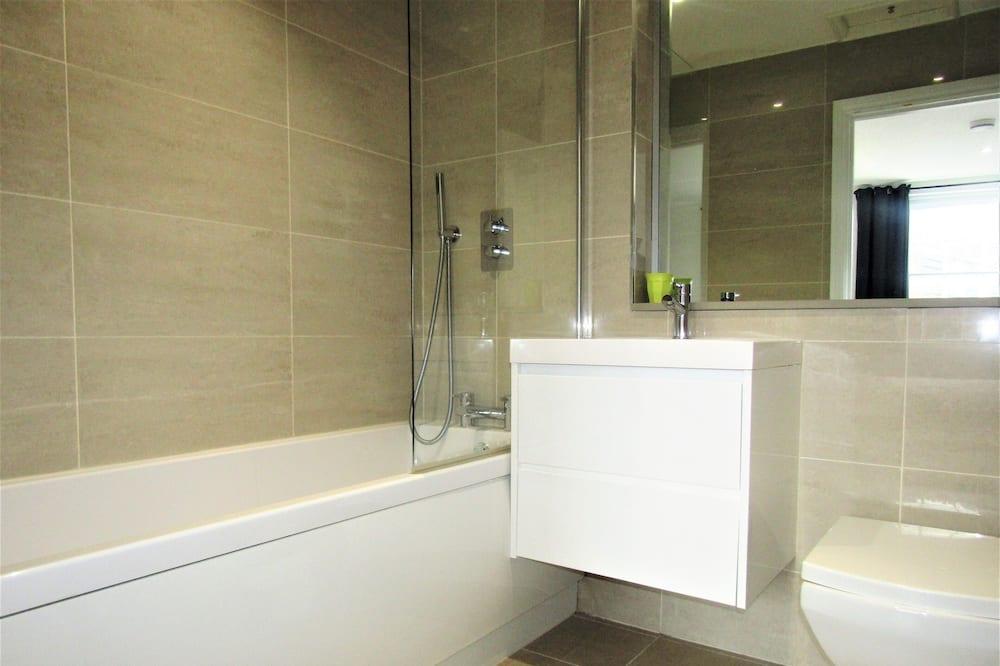 City Double Room - Bathroom