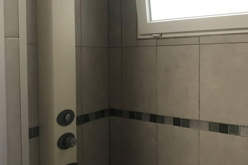 Chambre Simple Économique - Salle de bain commune