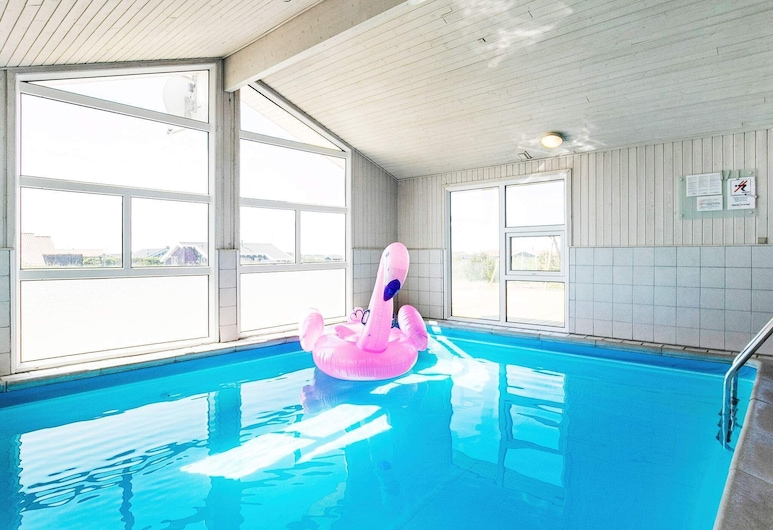 10 Person Holiday Home in Løkken, Lokken, Piscina