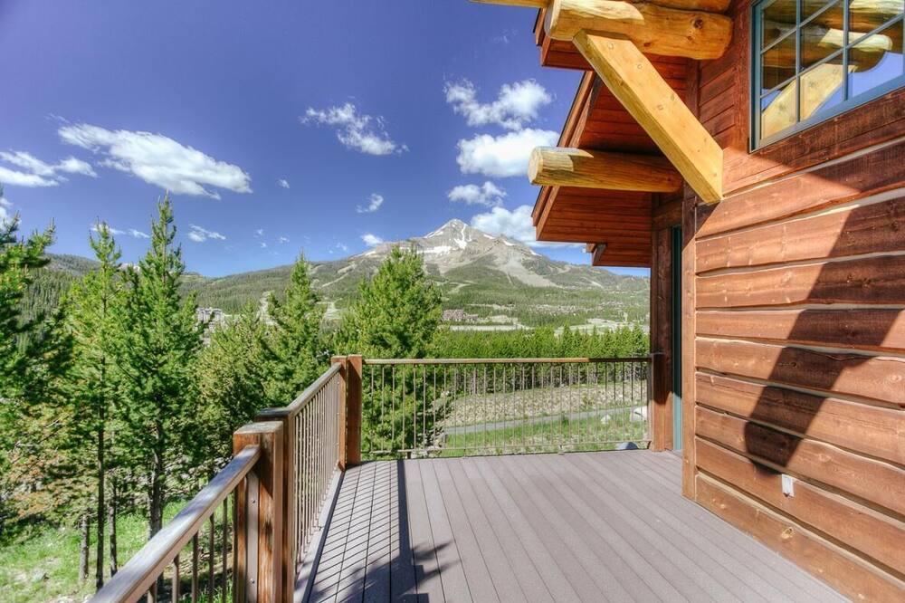White Wolf Retreat - Balcony