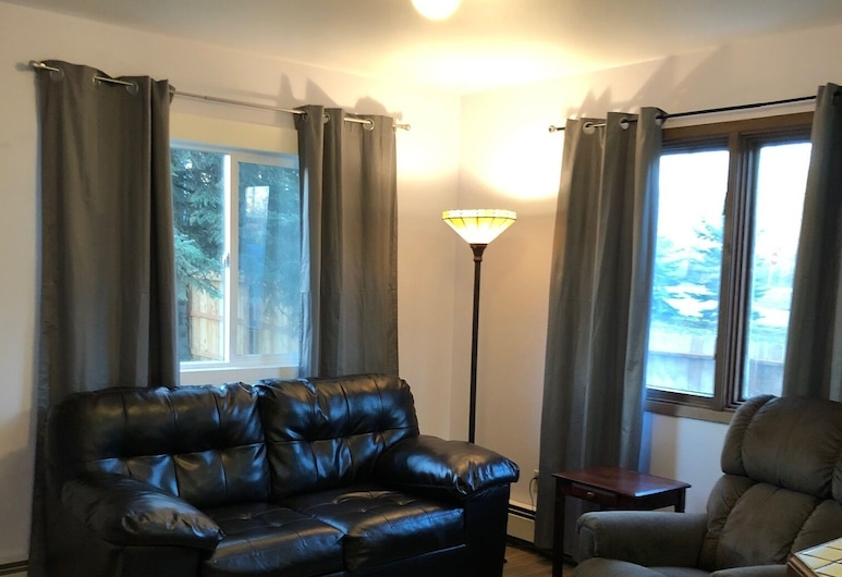 Modern, Exquisite 1-bedroom Home in Anchorage, Anchorage, Apartment (Modern, exquisite 1-bedroom home in A), Living Room