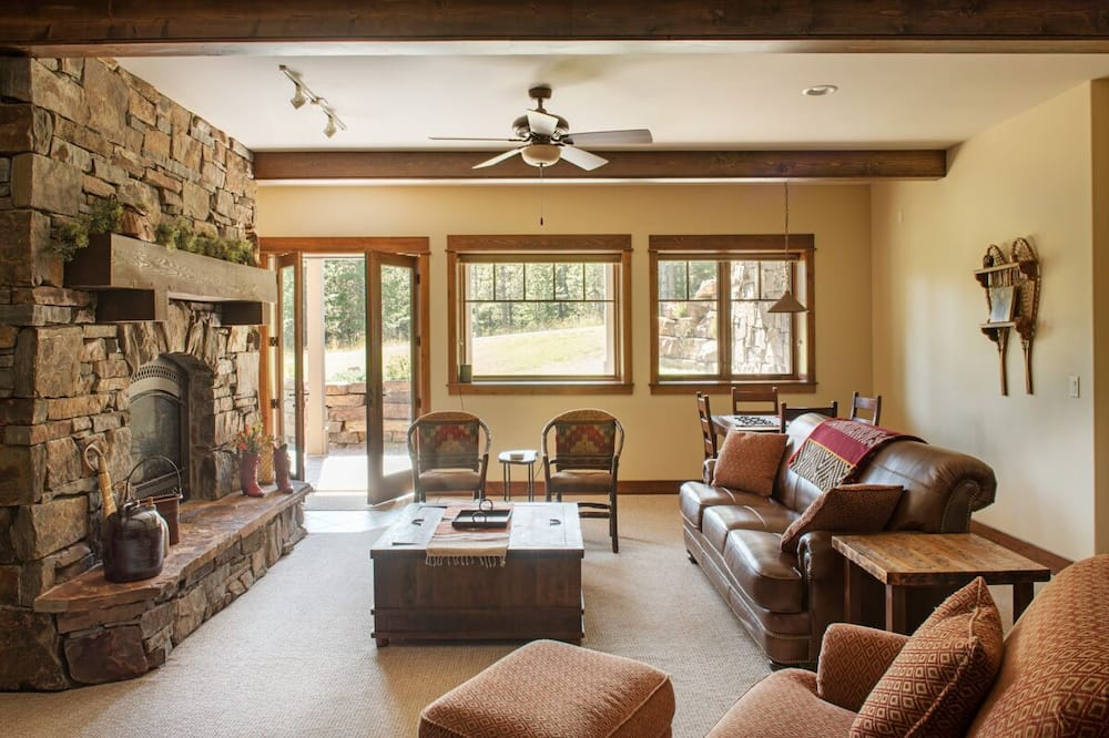 Mountain View Chalet - Living Room