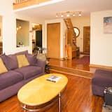 Lake Winni - BA - 230 - Living Room