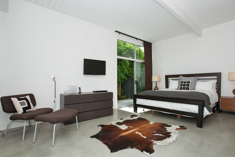 Modern Oasis - Room