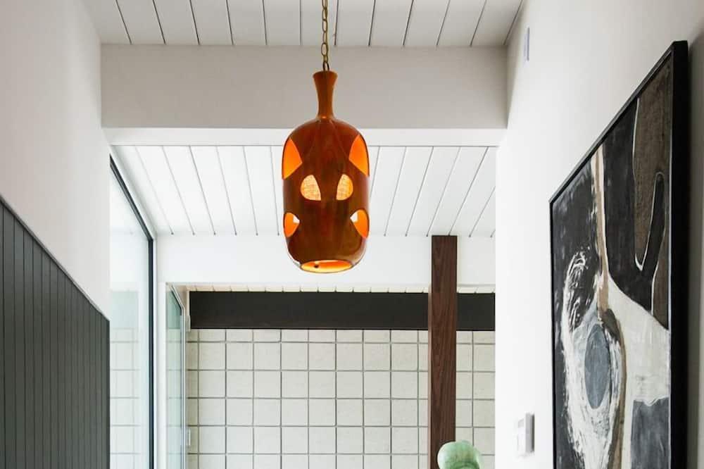 Modern Oasis - Interior