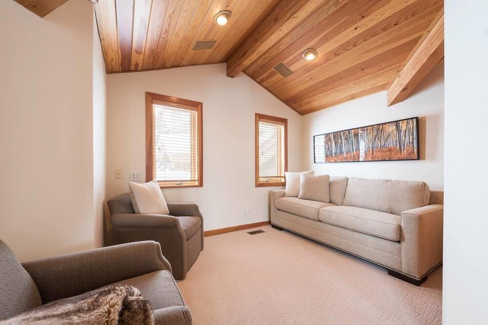 Double Eagle #11 - Living Room