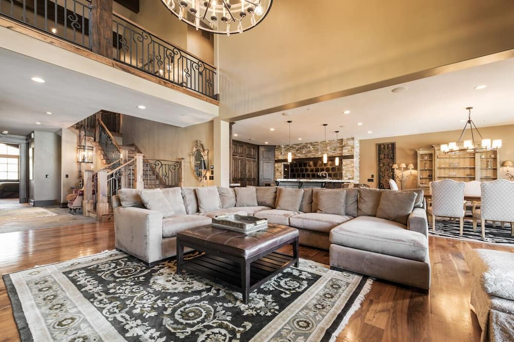 Harmony Haus - Living Room