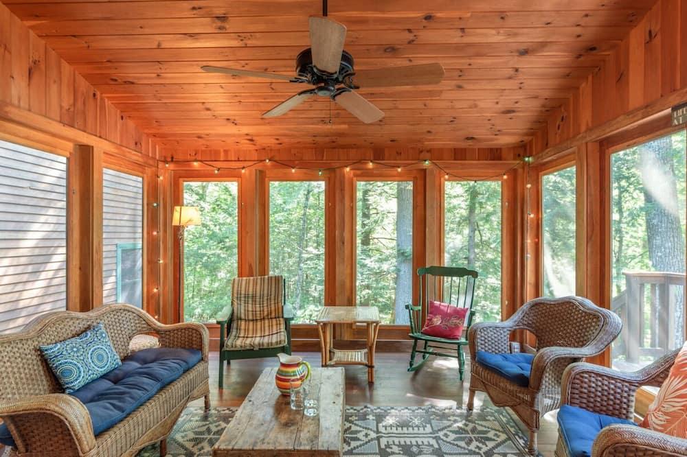 Lake Winni - WF - 518 - Living Room