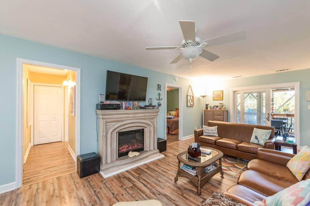 St. Helena Island - R Anchor House - Living Room