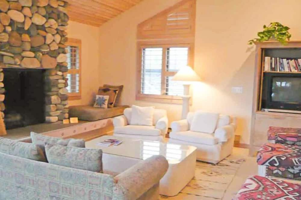 Wildflower 617 - Living Room