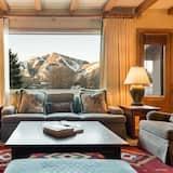 Harriman Cottage - Living Room