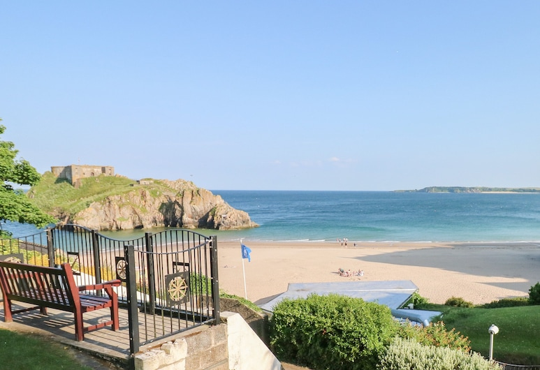 6 South Beach Court, Tenby, Пляж