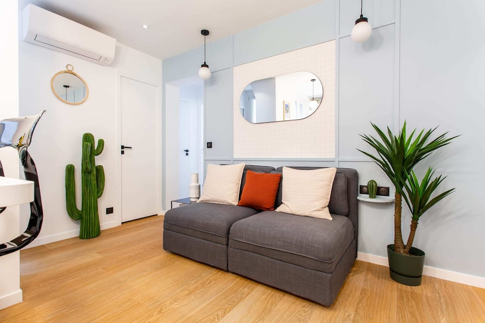 Departamento básico, Varias camas - Sala de estar