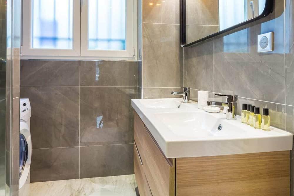 Апартаменты базового типа, Несколько кроватей - Ванная комната