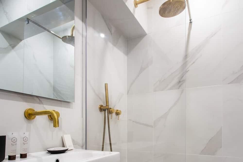 Apartmán typu Basic, dvojlůžko (180 cm) a rozkládací pohovka - Koupelna