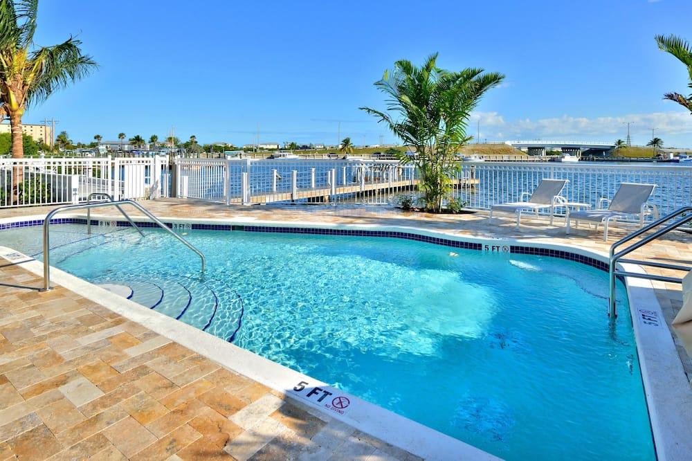 Διαμέρισμα (Condo), Περισσότερα από 1 Κρεβάτια, Θέα στον Κόλπο (Bayview North One) - Πισίνα