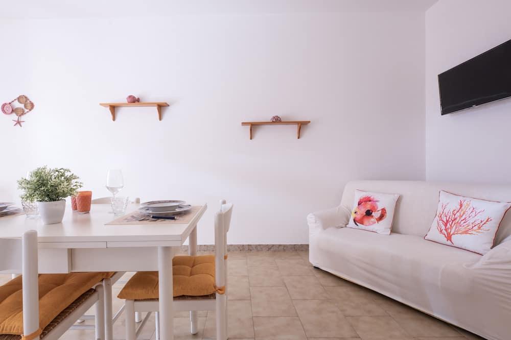 Apartment, 2 Bedrooms, Non Smoking, Kitchen - Living Area