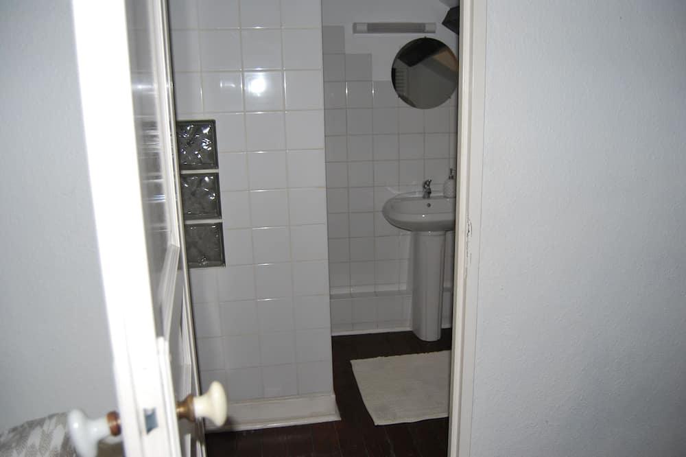 Suite, baño privado, vista al patio - Baño