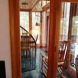 Custom Home With Views of Historic Dillsboro. Ideal Location in the Smokies
