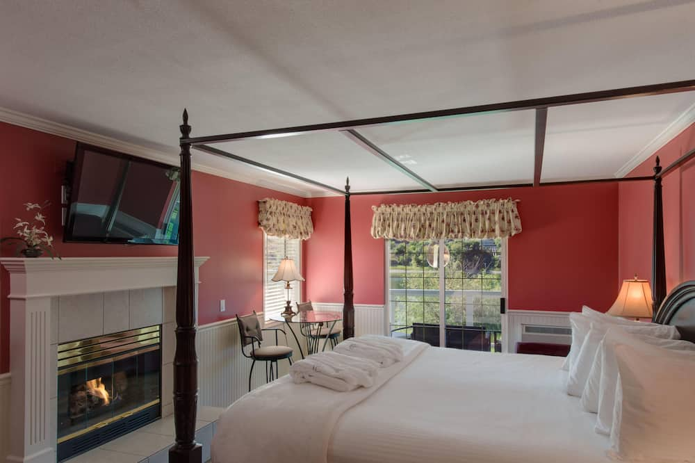 King Romance River View Room at the beautiful Inn