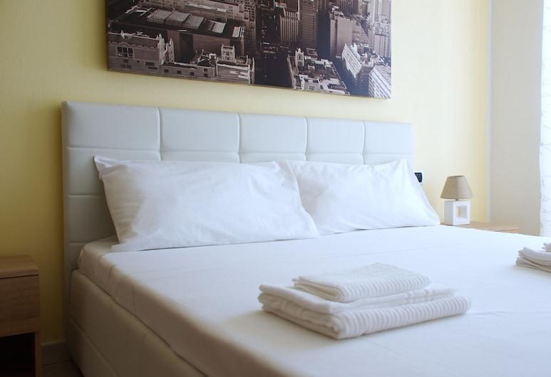 Italianway - Piazza Ungheria 9, Oristano, Apartment, 1 Bedroom, Kitchen, Room