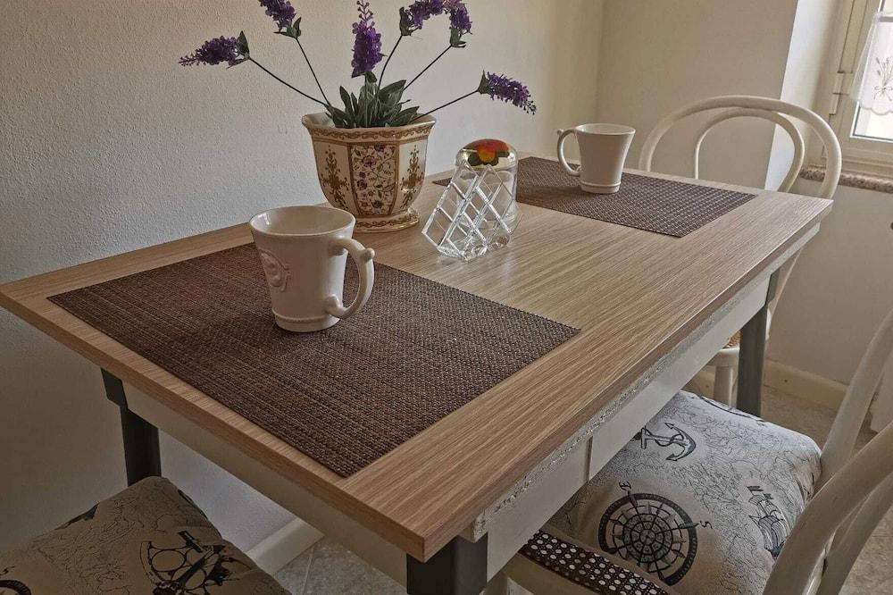 Triple Room, City View - Tempat Makan dalam Bilik