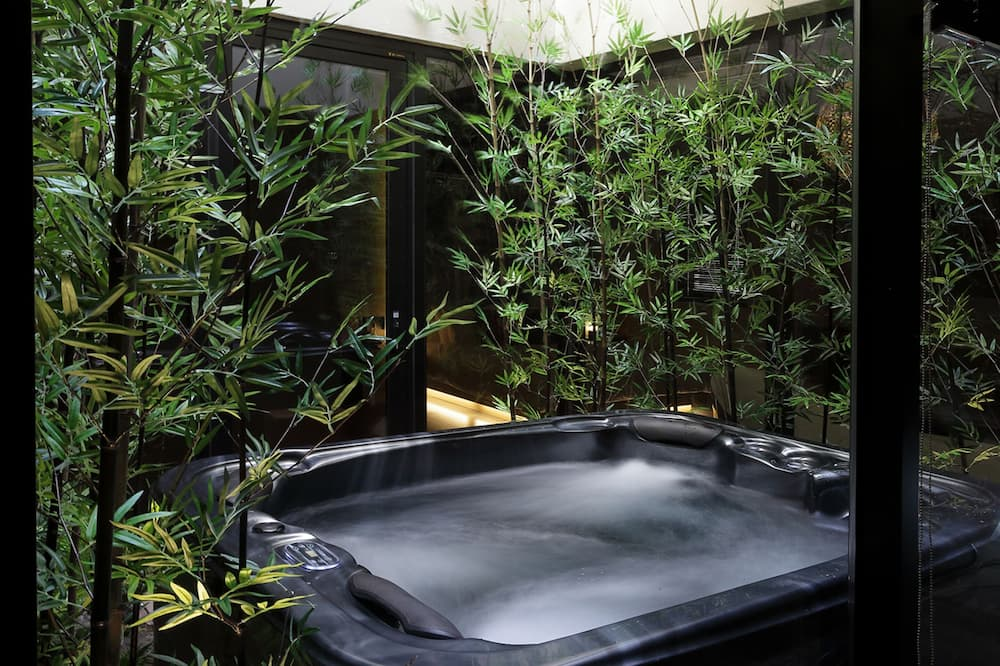 Patio & Spa House (Spa Tub Use at Surcharge: 80,000 KRW) - Private spa tub
