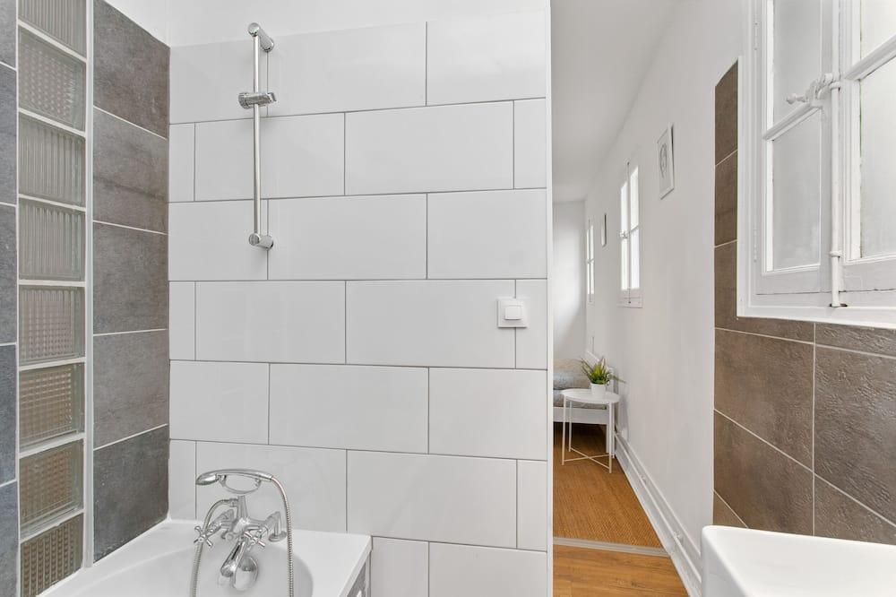 Comfort Apartment, Private Bathroom, Courtyard View (3) - Bathroom