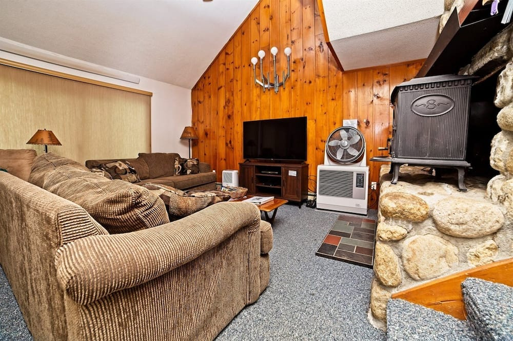 House (Snowood 43, Waterville Estates) - Living Room