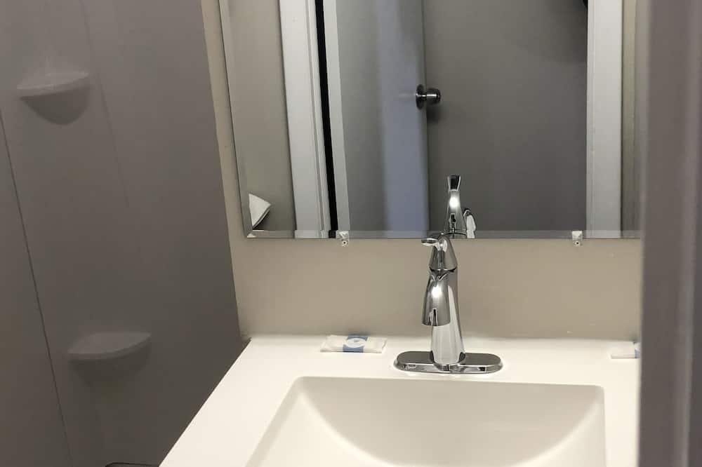 Deluxe Single Room, 1 Queen Bed - Bathroom