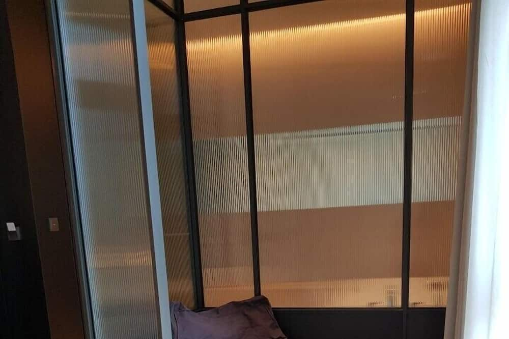 Signature Studio Suite - Living Room