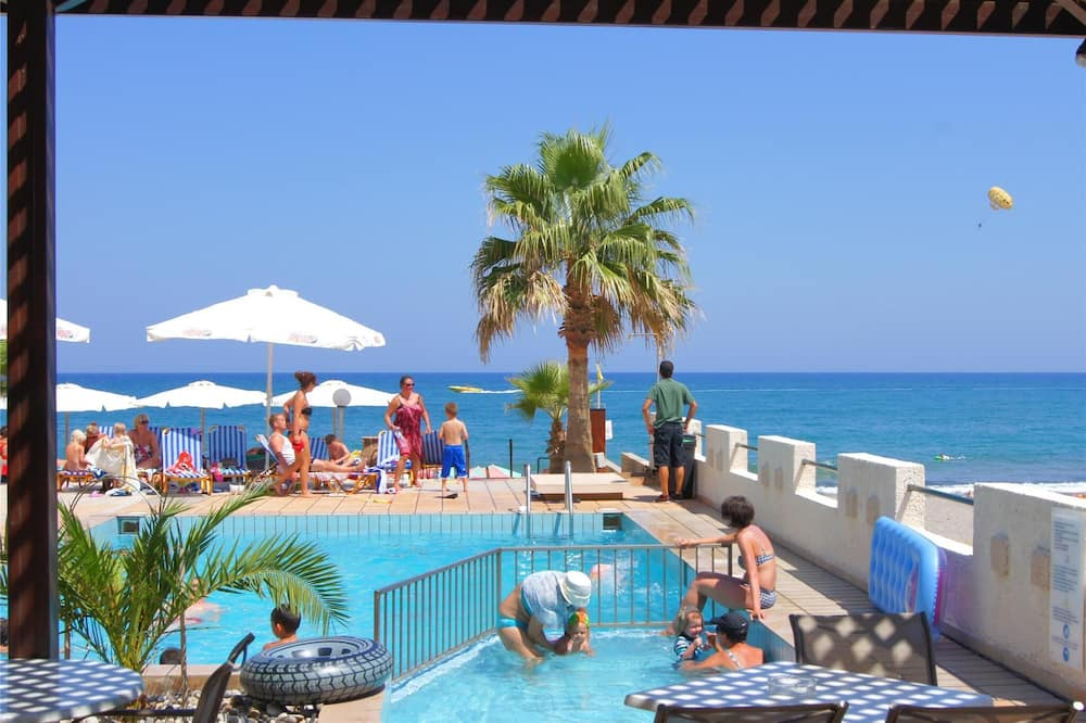 Apartment for 4 Persons, With Swimming Pool, Near the Beach