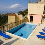 Holiday House for 10 Persons, With Swimming Pool
