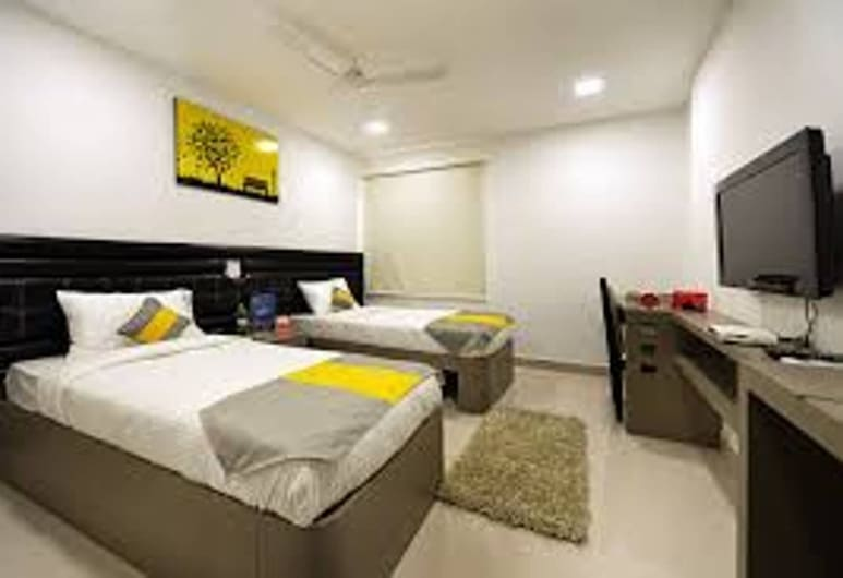 Cosy Room With Private Bath And Work Desk, Hyderabad